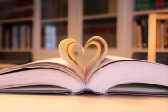 A_heart_for_booklovers_and_readers_(30640642260)